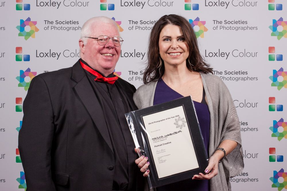 Phil Jones presnts Martina Warenfeldt with the award.