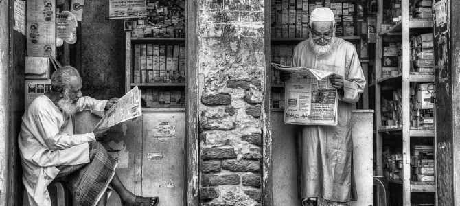 'Reading the News' image wins top photographic award.